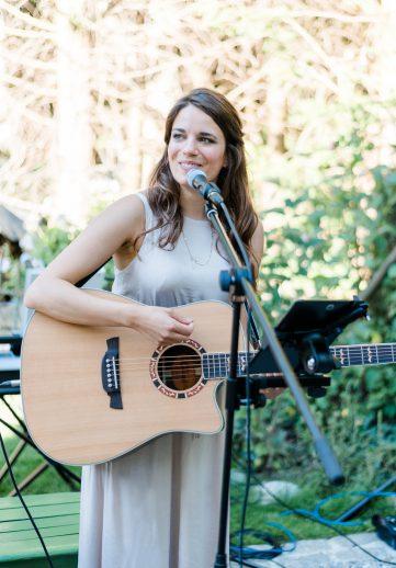 Sängerin Juna aus München